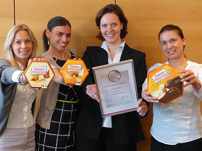 Maria Malva, Marketingleiterin Pralinen, Sarah Marini, Jr. Product Manager, Eva Dahlgrün, Senior Product Manager, und Christina Schoch, Trainee Marketing, (v.l.n.r.) – alle für Ferrero Küsschen bei Ferrero in Frankfurt.