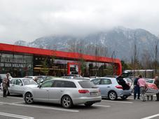 Nach 18-monatiger Bauzeit eröffnete Maximarkt am 22. Oktober 2013 in einem komplett neuen Gebäude. Den Standort in der oberösterreichischen Gemeinde Anif belegt das SB-Warenhaus allerdings bereits seit 1974.