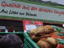 """Unter dem Slogan """"Aus Liebe zur Heimat"""" vermarktet die Rewe-Gruppe rund 1.000 Artikel lokaler Lieferanten."""