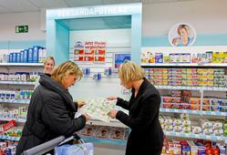 Im Bereich Gesundheit wird die Versandapotheke Vitalsana prominent am OTC-Regal promotet.