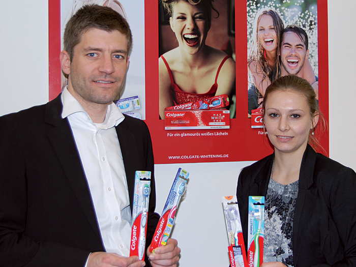 Johannes Baumann, Group Manager Central Europe-West, und Dr. Kristina Kraxner, Brand Manager Oral Care Central Europe-West bei Colgate.
