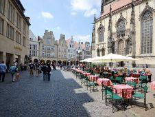 <b>Platz 4:</b> Der innerstädtische Umsatz in <b>Münster</b> ist mit 705 Mio. Euro laut Comfort-Gruppe rund 250 Mio. Euro höher als der Durchschnitt aller ausgewählten Mittelstädte. Die Salzstraße etwa mit ihrer hohen Frequenz ist vor allem für konsumorientierte Filialisten interessant.
