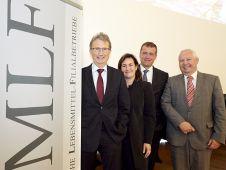 Zur 152. MLF-Tagung sind mehr als 350 Kaufleute und Industrievertreter geladen. Gastgeber sind Claudia und Stefan Lenk (M.), hier mit MLF-Präsident Friedhelm Dornseifer (l.) und Heinz-Bert Zander, Vorstandssprecher von Rewe Dortmund.