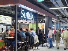 Multikulti- und Szene-Gastronomie sowie Dienstleistungsbetriebe ergänzen den Branchenmix.