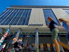 Interne Planspiele gehen von zehn weiteren Kandidaten aus, die die Luxus-Riege verstärken könnten. Zum Beispiel Karstadt in Dresden... Foto: Imago/Robert Michael