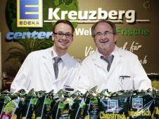 Die in Koblenz ansässige Kaufsmannfamilie Kreuzberg - im Bild Vater und Sohn - hat aus dem E-Center im neuen Fachmarktzentrum einen echten Anziehungspunkt gemacht.
