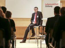Im Colloquium Privatissime gibt Rotkäppchen-Chef Christof Queisser seinen jungen Gästen tiefe Einblicke in Markenwelt und Geschäftspolitik des Unternehmens.