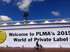 Die europäische Handelsmarken-Leitmesse PLMA 2015 verzeichnet einen neuen Besucher- und Ausstellerrekord. Unter den mehr als 2.400 Ausstellern im RAI Exhibition Center in Amsterdam sind auch mehr als 180 deutsche Unternehmen.  <i>Foto: C. Lattmann</i>