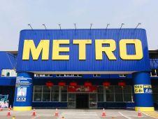 Auch der Metro-Standort im Shanghaier Stadtteil Pudung wird auf das neue Konzept umgestellt. Nicht ohne Selbstkritik weist Metros COO für Asien, Jeroen de Groot, darauf hin, dass der Markt schon lange bestehe und dort seit 18 Jahren nichts gemacht worden sei.