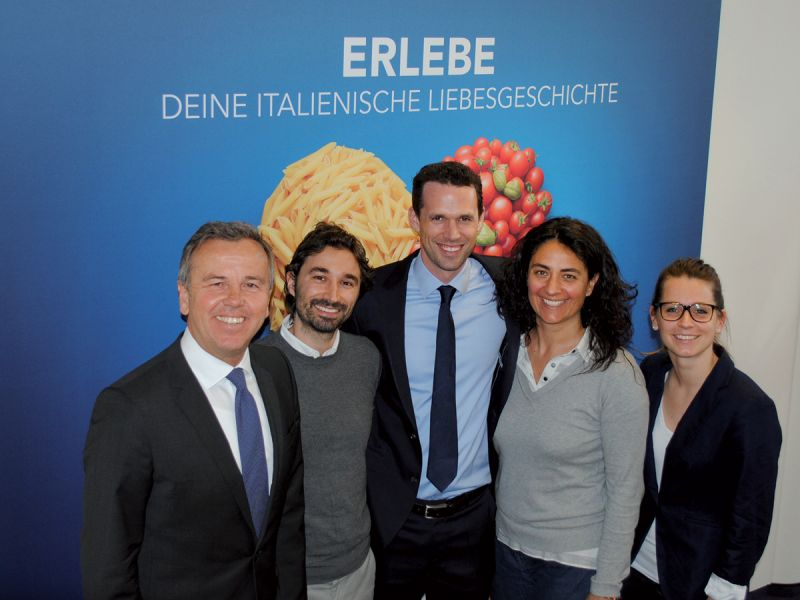 Claus Butterwegge (v.l.n.r.), Geschäftsführer, Mauro Nardocci, Consumer Marketing Manager, Marc Oliver Dittrich, Leiter Trade Marketing Category Management & Demand Planning, Elena Tabellini, Marketing Director, und Anja Horn, Trade Marketing, bei Barilla Deutschland GmbH.
