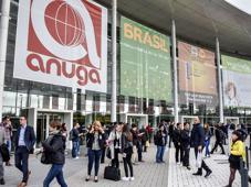 Das Kölner Messegelände war zur Anuga 2015 mit 7063 Ausstellern aus 108 Ländern bis auf den letzten Quadratmeter ausgebucht.