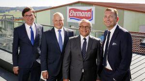 An der Spitze der Privatmolkerei steht ein eingespieltes Team: Unternehmenslenker Christian Ehrmann (r.) freut sich über die Branchenauszeichnung mit seinen Vorstandskollegen Jürgen Taubert, Heiko Modell und Wolfgang Graf (v. l.).