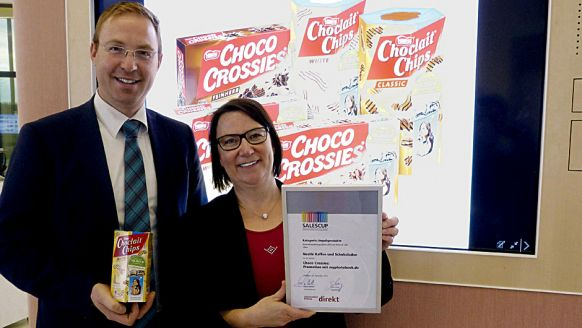Salescup-Gewinner in der Kategorie Impulsprodukte: Die Nestlé-Manager Johannes Hofner (Group-Brand-Manager Marketing Confectionery) und Ute Hauptmeier (Marketing Confectionery) - für Choco Crossies.