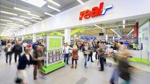 Mit Stand September 2018 betreibt Real bundesweit 282 Märkte in Deutschland und ist in Besitz von 65 Immobilienstandorten.