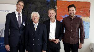 Vier Branchenkenner nehmen auf dem LZ-Seminar gängige Marketing-Glaubenssätze auseinander: Jürgen Kohnen (P&G), Marcel Corstjens (Insead), Jürgen Schröcker (früher Hornbach) und Max Wittrock (Mymuesli) (v. l.).