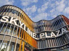 Das Skyline Plaza ist das vierte ECE-Center in der Bankenmetropole neben dem Main-Taunus-Zentrum, Hessen-Center und Isenburg-Zentrum. Es soll dem neuen Europaviertel in Frankfurt ein Gesicht geben.