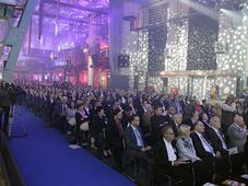 In der Zenith-Halle lauschen die 1000 Gäste den Vorträgen.