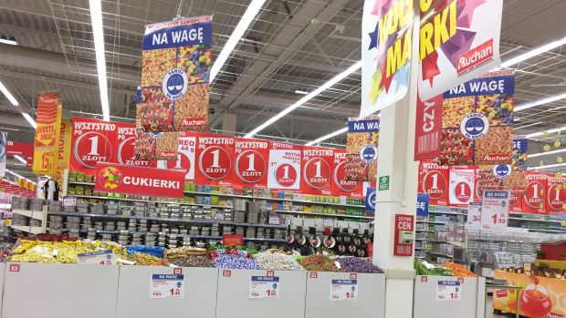 Next to its action encompassing regional products Auchan shows price-oriented promotional placements.
