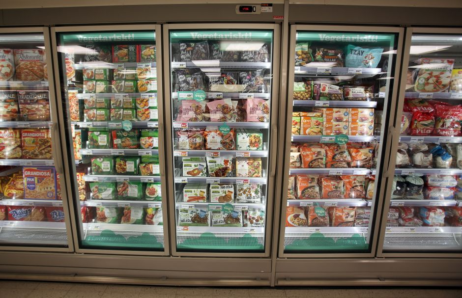 Frozen vegetarian products are separated from other items and clearly highlighted by colour and text.