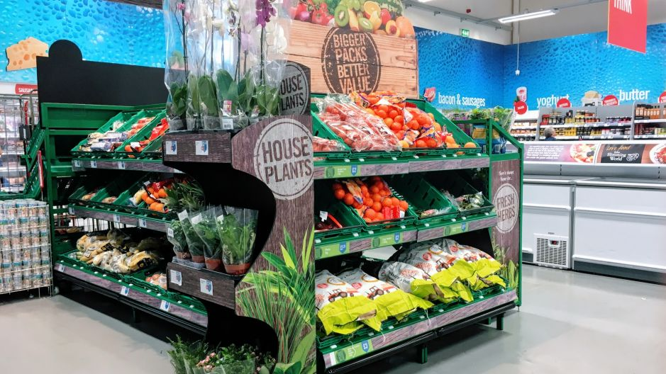 The new Food Warehouse concept gives a substantial space to ambient and fresh produce, alongside multibuy & larger packages, to cater for weekly family purchases.