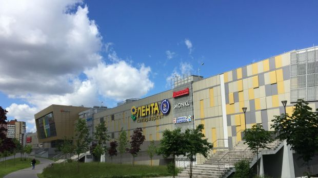 Lenta's compact hypermarket concept is adapted to urban catchment areas.