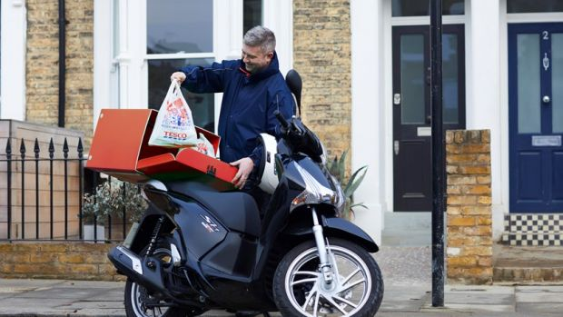 Tesco Now is priced at GBP7.99 (EUR9.75) for one-hour and GBP5.99 (EUR7.31) for two-hour deliveries in Central London.