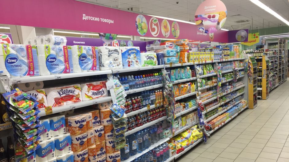 In a bid to attract families, the flagship store features five shelf units of baby products, more than double the space allocated by competitors Magnit and Dixy in their layouts.