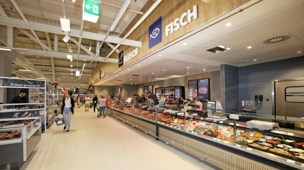 Wooden elements play a key role in Kaufland's new Berlin store.