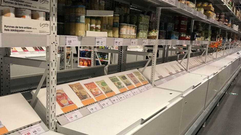 Colruyt's freezers are equipped with opaque lids to save energy. Pictures of the products are put on top to reduce shoppers' need to open and close them.