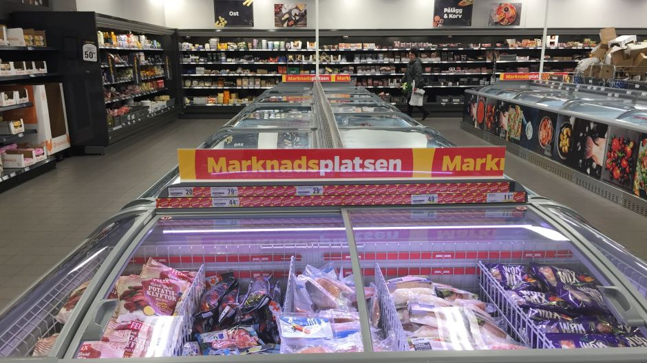 For frozen food, the temporary offer is clearly highlighted on the gondola ends. For chilled food the temporary nature is signalled by shelf talkers. It could help further if additional overhead signage was used, in our opinion.