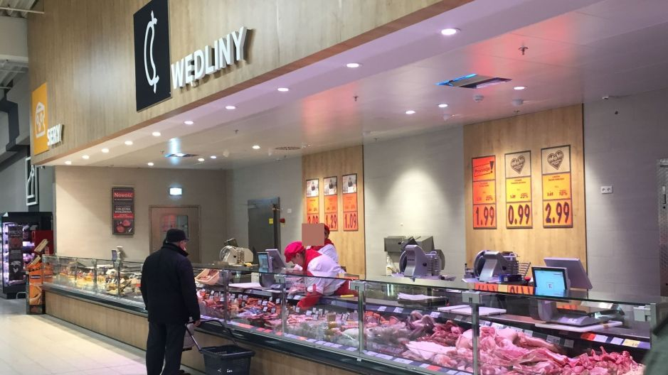 Where changes to serviced counters in Poland are little more than decorative, the introduction of serviced meat and poultry assortments in the Czech Republic and Slovakia means a radical change from the retailer's 'Purland' private label, up until now offered in self-service.
