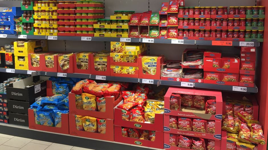 Lidl offers a comprehensive range of Mexican food condiments including the popular Santa Maria brand and its own Crusti Croc as well as El Tequito labels. This shows how the retailer adapts both its private labels and A-brands to fit Swedish preferences.
