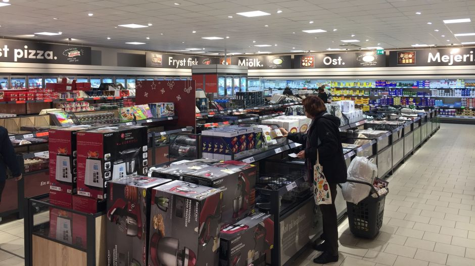 The new black category signs give a quality feel to the store. The non-food section resembles that found in most Lidl markets. It is to be maintained in its current proportions as it's very much appreciated by shoppers, Fieber informed.