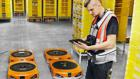 """Drives"" bringen Regale:  KI steuert die Transportportroboter bei Amazon."