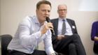 Rede und Antwort:  Stefan Lukes (l.), Einkaufschef für Obst und Gemüse bei Kaufland, und Bernhard